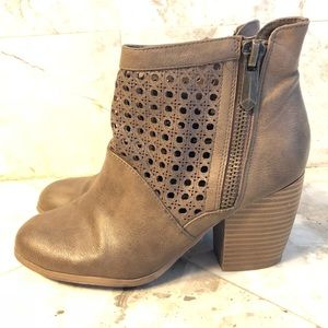 Tan ankle booties size 7 Qupid brand